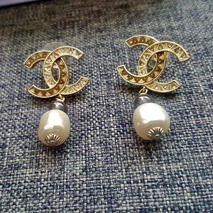 AUTHENTIC CHANEL PEARL DROP CC EARRINGS
